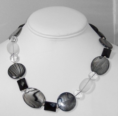 Mother of Pearl & onyx necklace