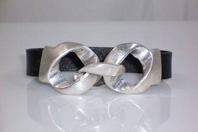 Leather bracelet w/double knot