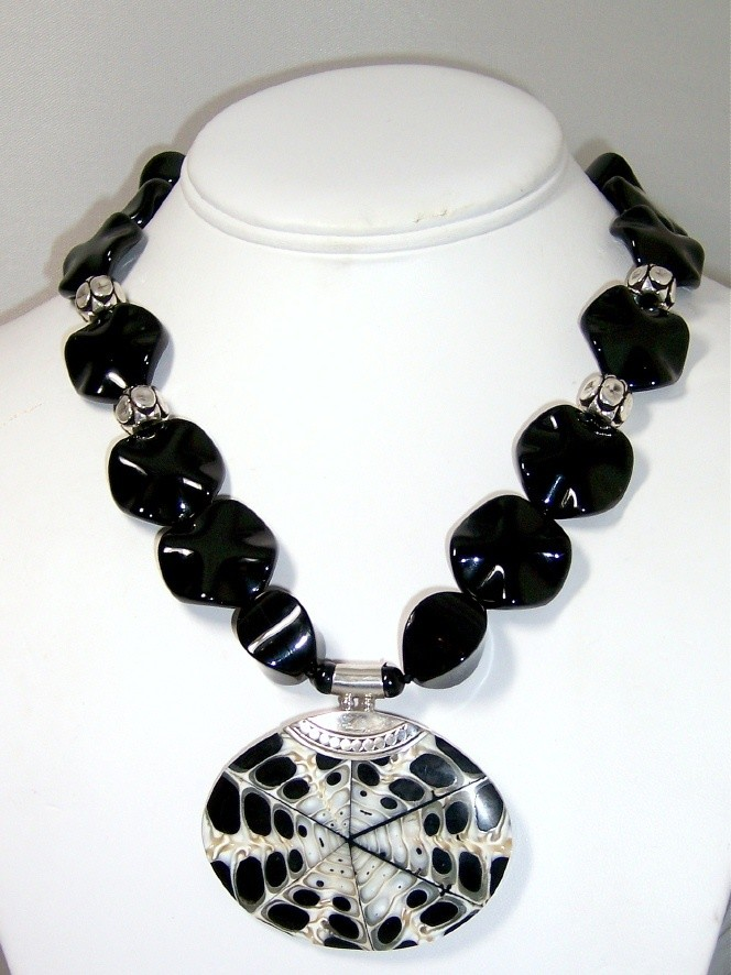 Onyx & silver pendant necklace