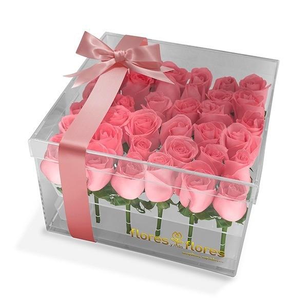 36 Rosas Rosas en caja acrílico   FRIDA