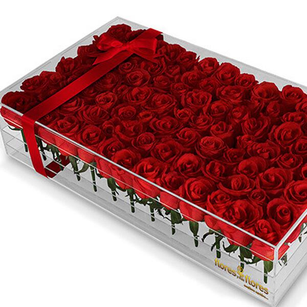Rosas Rojas en caja Acrílico     TRESOR