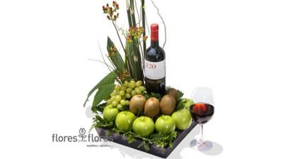 Arreglo de Frutas y Vino Tinto | CHILENO