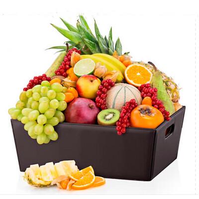 Canasto con deliciosas frutas |  JUICY