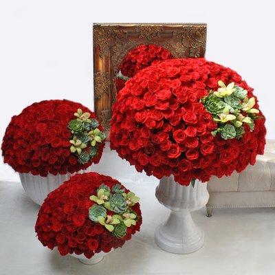 Mil Rosas Rojas    ELIZABETH