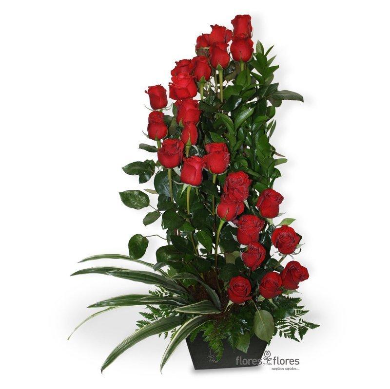 Arreglo Floral de 24 hermosas Rosas    CUPIDO
