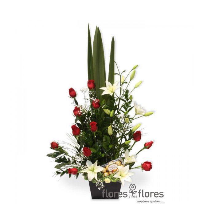 Arreglo Floral de Rosas y Chocolates   ESPLENDOR