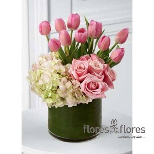 Arreglo Floral de Tulipanes y Rosas    EXCLUSIVO