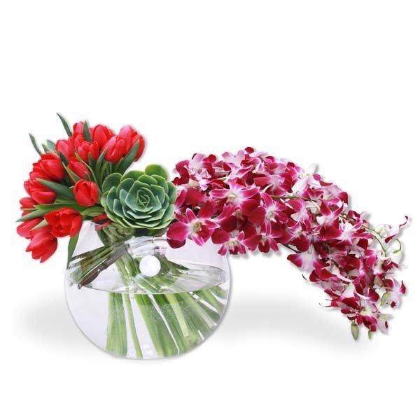 Arreglo Floral  Orquídeas y Tulipanes    BRIGITTE