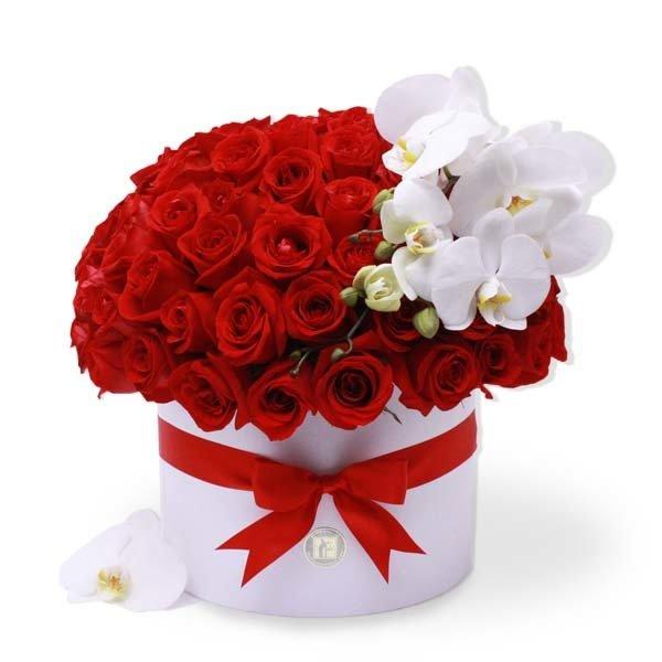 100 Rosas Rojas  y Orquídea en caja   ADELE