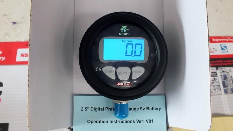 Digital Pressure Gauge 0-400 or 0-700 bar 10,000 psi Certified