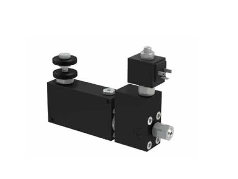 3 ways flow control valves - pressure compensated, exceeding flow to pressure, relief valve and electrical valve  ITALIAN