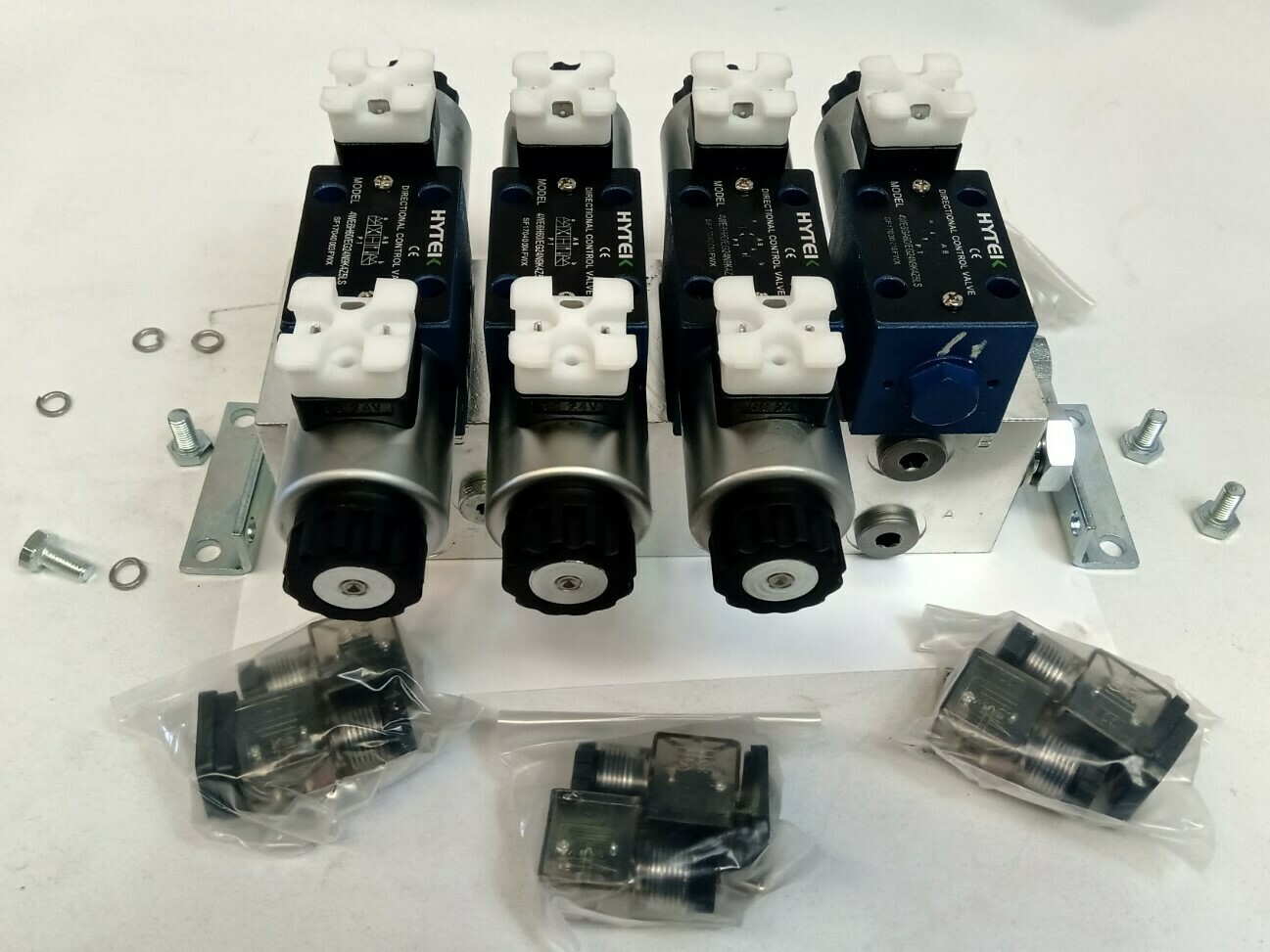 Electrically Controlled Cetop 3 Hydraulic Oil Control Manifold 50 LPM CHERRY PICKER / TRUCK