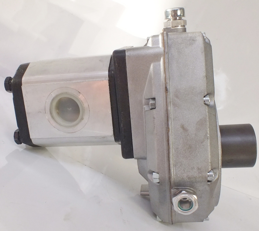 PTO SPEED INCREASE GEARBOX WITH HYDRAULIC PUMP ITALIAN MADE QUALITY UP TO 35 Lpm