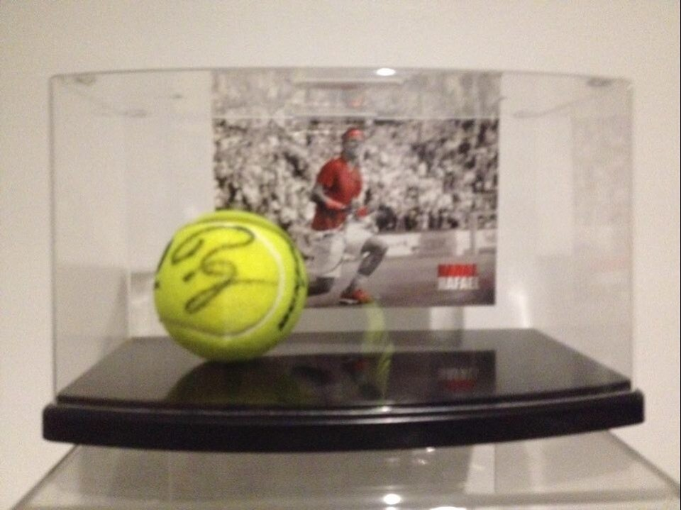 Pallina Tennis RAFAEL NADAL  Autografata  Signed NADAL RAFAEL with COA certificate of authenticity CON DISPLAY CASE WITH DISPLAY CASE