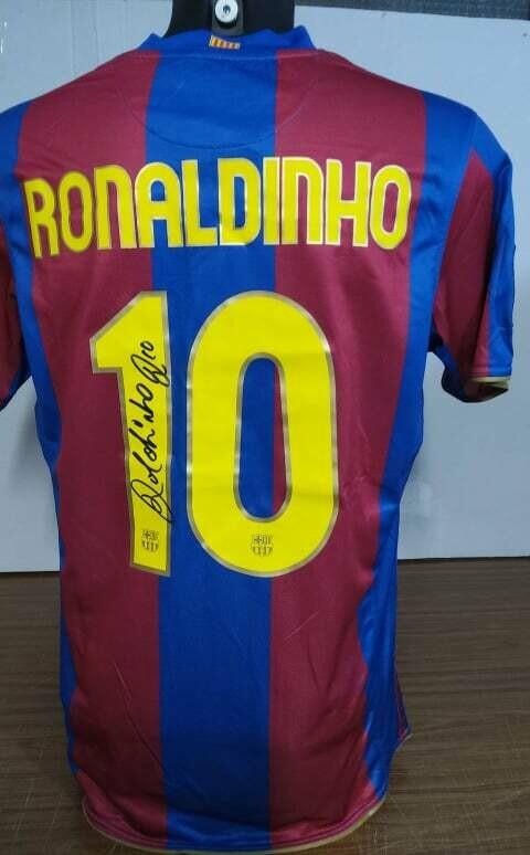 Barcelona  Autografata da Ronaldo de Assis Moreira Ronaldinho con certificato di autenticita' Signed From Ronaldo de Assis Moreira Ronaldinho with certificate coa of authetincitiy