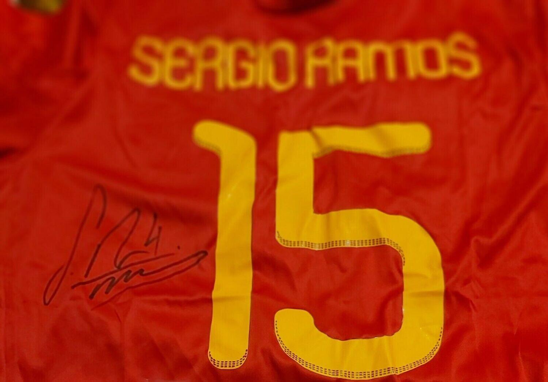 Maglia SPAIN MONDIALI 2010 WORLD CUP  WINNER Portugal Autografata  SERGIO RAMOS 15 Signed wich COA certificate Portogalllo SERGIO RAMOS 15 Signed Autograph SPAGNA CAMPIONI DEL MONDO 2010