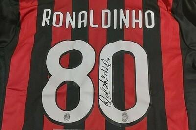 ACMILAN  Autografata da Ronaldo de Assis Moreira Ronaldinho con certificato di autenticita' Signed From Ronaldo de Assis Moreira Ronaldinho with certificate coa of authetincitiy
