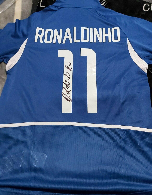 Brasile 2002  Autografata da Ronaldo de Assis Moreira Ronaldinho con certificato di autenticita' Signed From Ronaldo de Assis Moreira Ronaldinho with certificate coa of authetincitiy