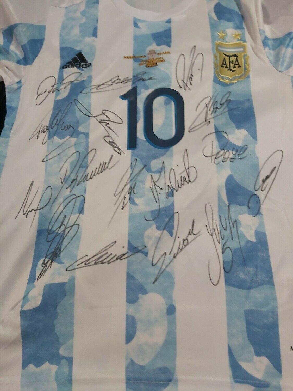 Maglia ARGENTINA LEO MESSI Autografata  TEAM  10 ARGENTINA  Signed wich COA certificate LEO 10 FINAL COPA AMERICA ARGENTINA TEAM