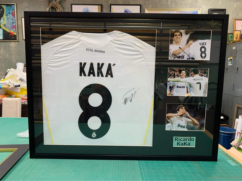 REAL MADRID MAGLIA CASA JERSEY HOME SIGNED AUTOGRAPH COA  Ricardo Kakà 8 SportWorldSigned COA certificate of authenticity Certificato coa di autenticita' SPORTWORLDSIGNED KAKA 8  AUTOGRAFO FRAME CORNI