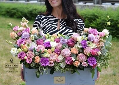 Цветы в деревянном ящике №8