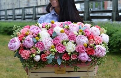 Цветы в деревянном ящике №10
