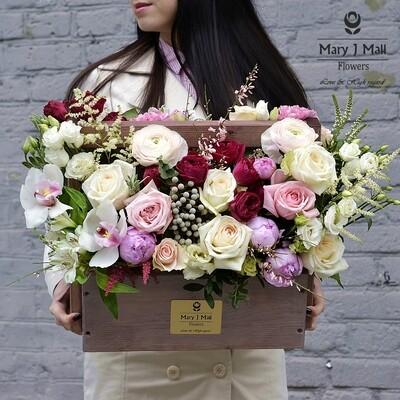 Цветы в деревянном ящике №1