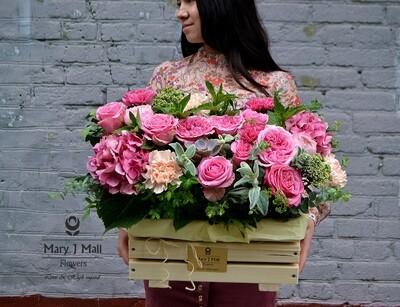 Цветы в деревянном ящике №3