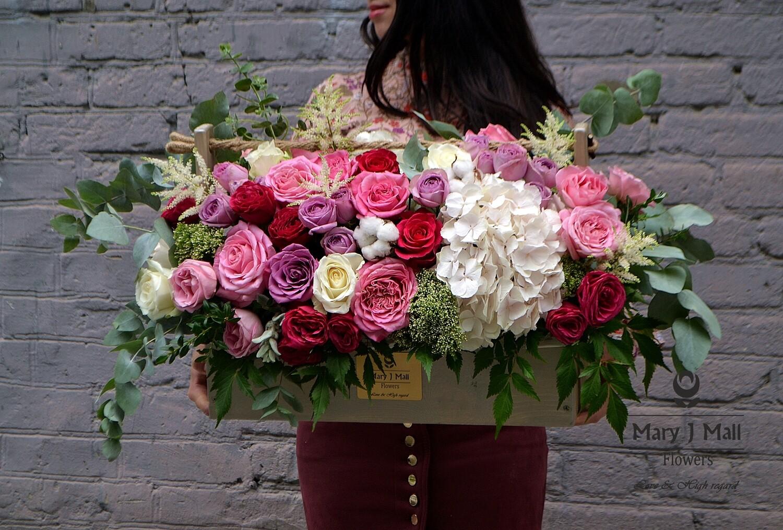Цветы в деревянном ящике №11