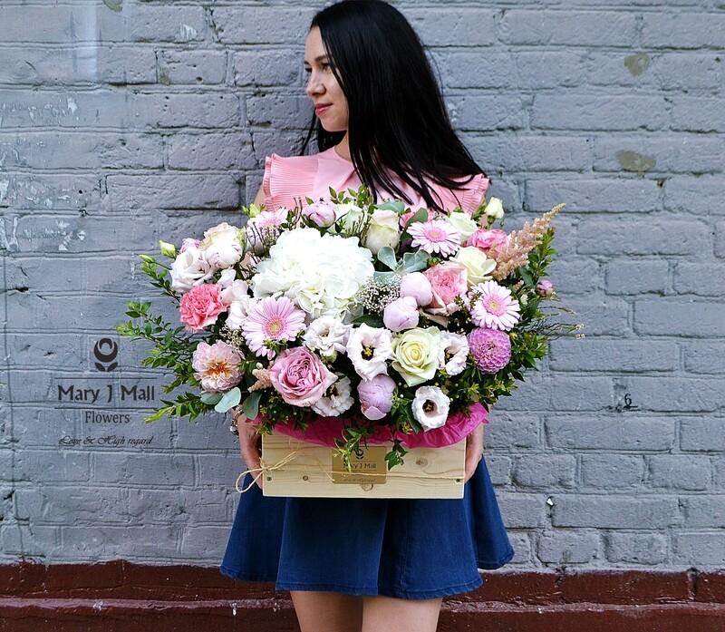 Цветы в деревянном ящике №12