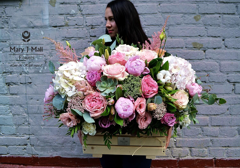 Цветы в деревянном ящике №4