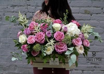 Цветы в деревянном ящике №2