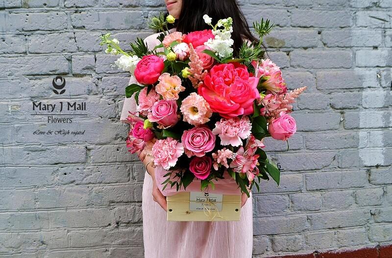 Цветы в деревянном ящике #5