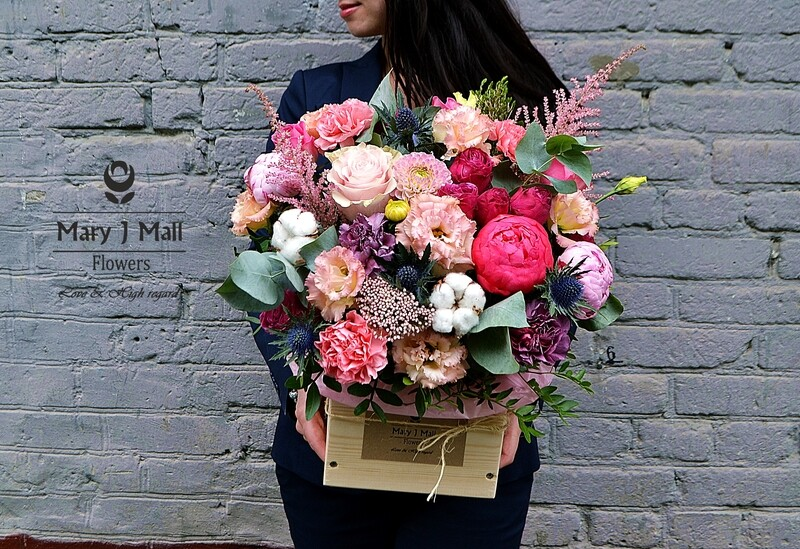 Цветы в деревянном ящике #9