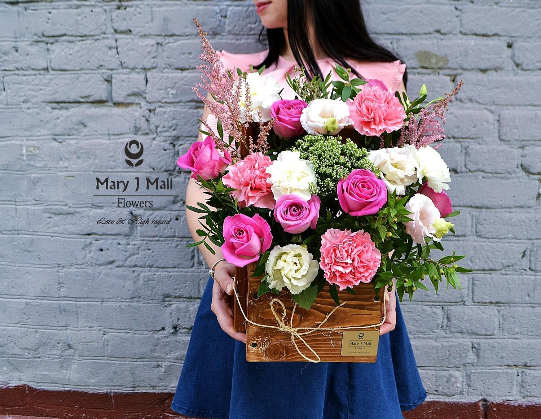 Цветы в деревянном ящике #7
