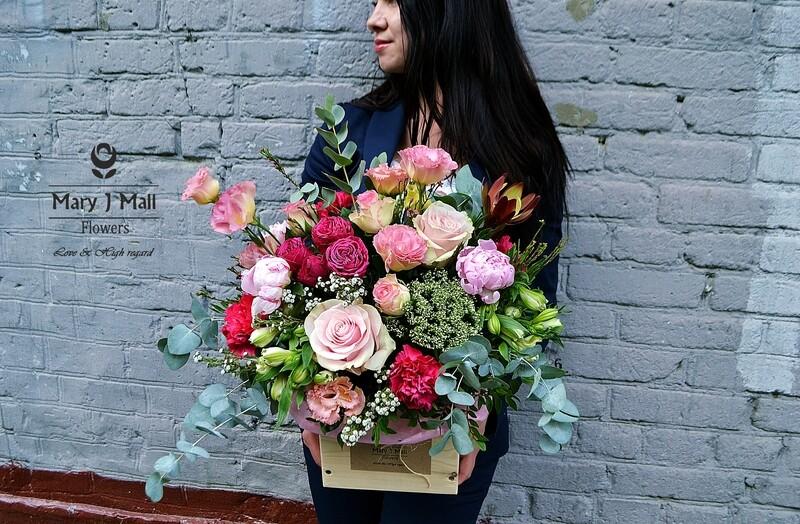 Цветы в деревянном ящике #8