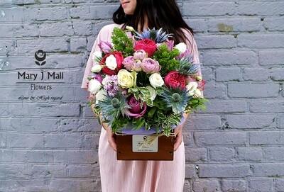 Цветы в деревянном ящике #1