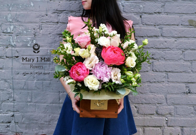 Цветы в деревянном ящике #11