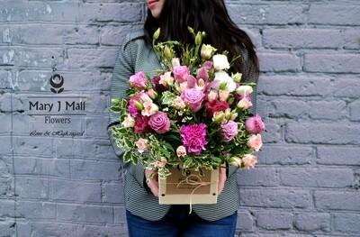 Цветы в деревянном ящике #12