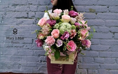 Цветы в деревянном ящике #14