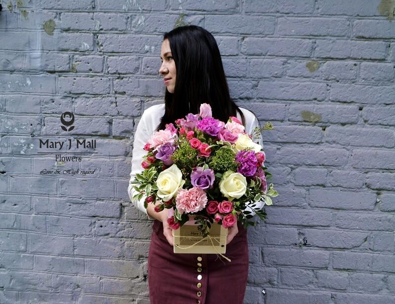 Цветы в деревянном ящике #13