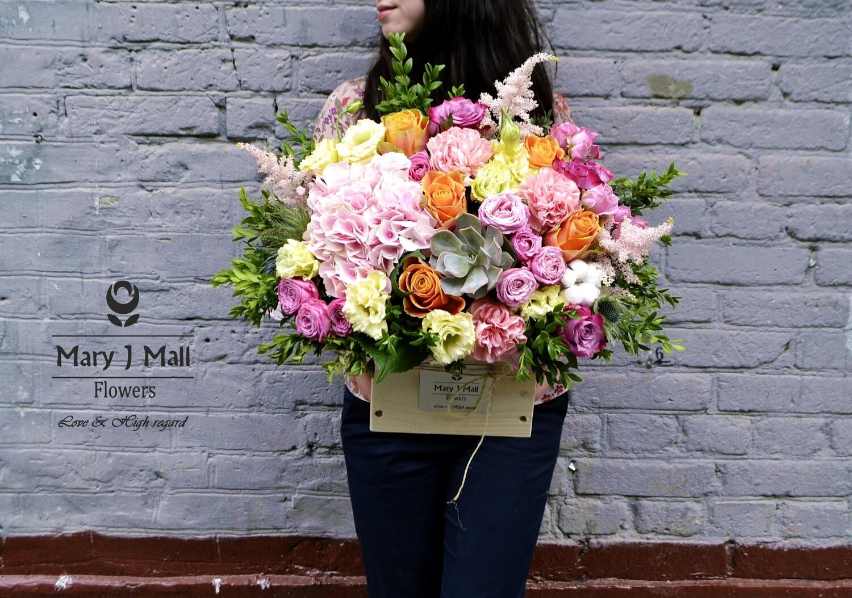 Цветы в деревянном ящике #17