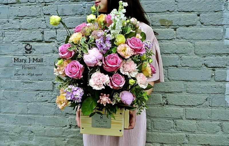 Цветы в деревянном ящике #28