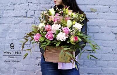 Цветы в деревянном ящике #27