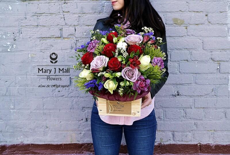 Цветы в деревянном ящике #26