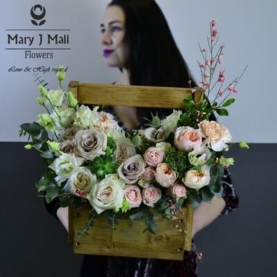 Цветы в деревянном ящике №16
