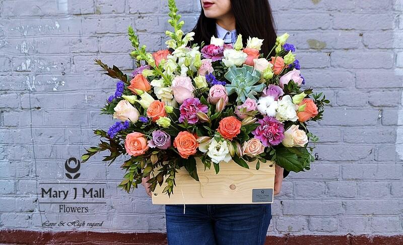 Цветы в деревянном ящике №22