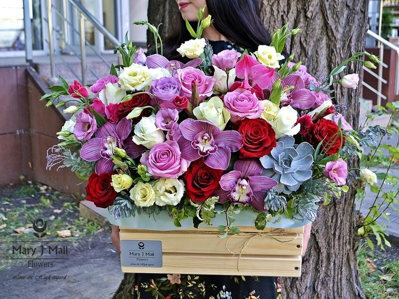 Цветы в деревянном ящике №18