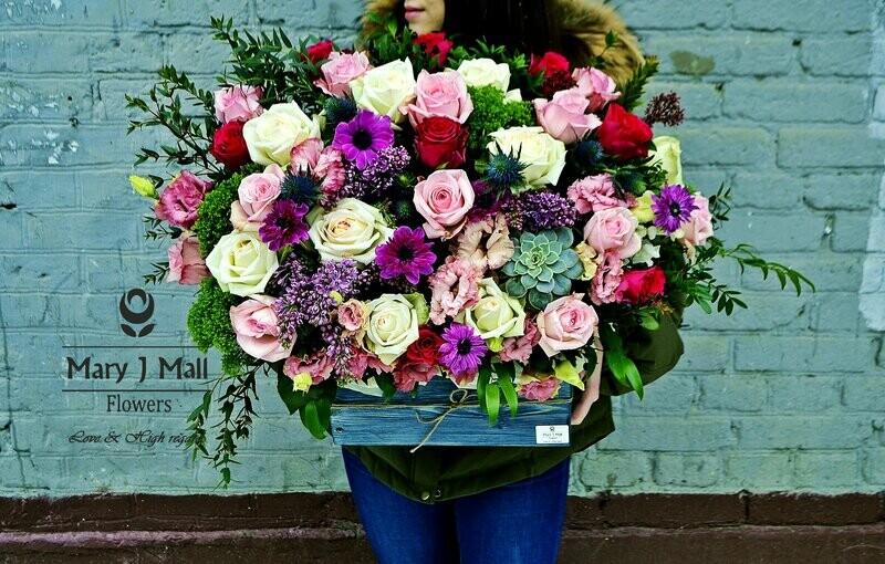 Цветы в деревянном ящике №21