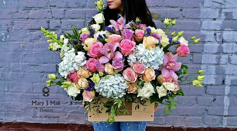Цветы в деревянном ящике №24
